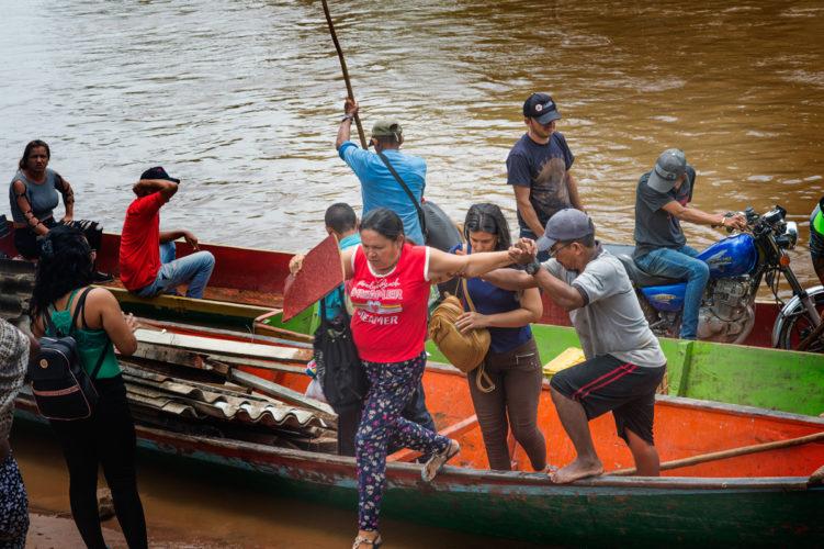 Colombia, refugees Venezuela _ Mona van den Berg Fotografie-3