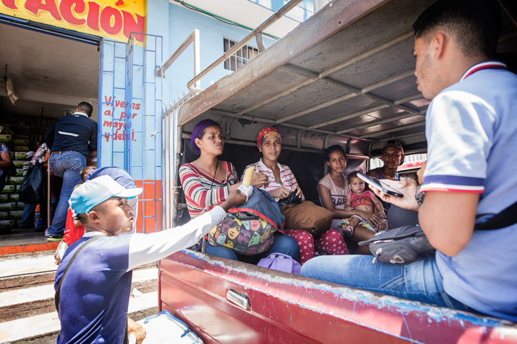 Colombia, refugees Venezuela _ Mona van den Berg Fotografie-7